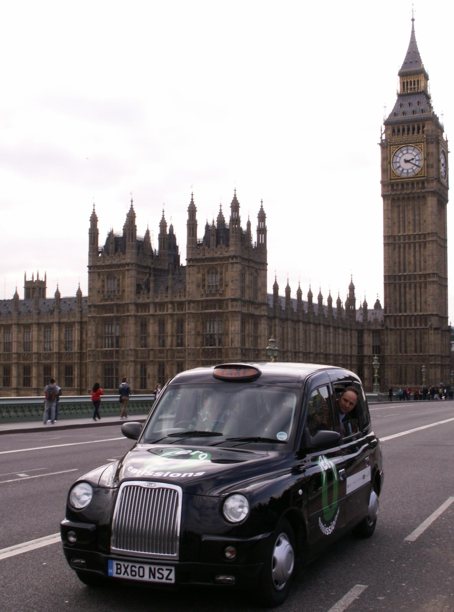 el taxi negro de pila de combustible ya rueda por las calles de londres ecocarblog. Black Bedroom Furniture Sets. Home Design Ideas
